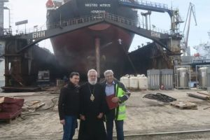 Κοντά στους εργαζόμενους των ναυπηγείων στο Νεώριο ο Σύρου Δωρόθεος Β ´