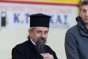 Ο Δ. Διαμαντίδης κοντά στα παιδιά μαζί με τον Καρπενησίου Γεώργιο