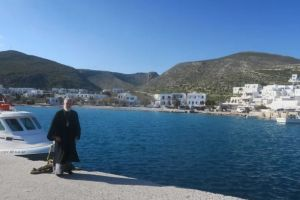 Ο Σύρου Δωρόθεος πραγματοποίησε ποιμαντική επίσκεψη στη Φολέγανδρο