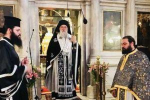 Η Θεία Λειτουργία των Προηγιασμένων Τιμίων Δώρων από τον Κερκύρας Νεκτάριο ενδεδυμένο ως Ιερέα