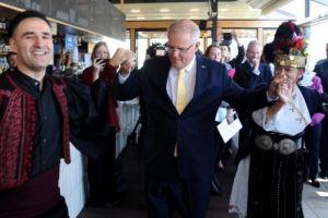 Ο πρωθυπουργός της Αυστραλίας χόρεψε τσάμικο στην Ελληνική Κοινότητα Μελβούρνης