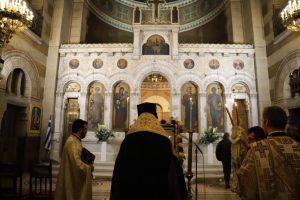 Την πρώτη στάση των Χαιρετισμών προς την Υπεραγία Θεοτόκο, έψαλλε στον Καθεδρικό   Ναό του Αγίου Στεφάνου στο Παρίσι  ο Μητροπολίτης Γαλλίας Εμμανουήλ.