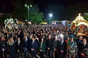Εκατοντάδες πιστοί στη συνάντηση των Επιταφίων της πόλης