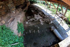 Η εγκληματική αδιαφορία της Εφορείας Αρχαιοτήτων Χίου, θάβει τα ψηφιδωτά στη λάσπη Του Παντελή Φύκαρη