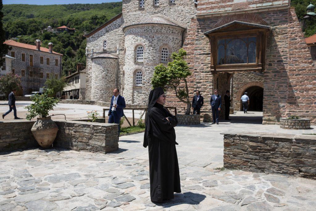 Ένοχοι οι 8 μοναχοί για τις μολότοφ στο Άγιο Όρος