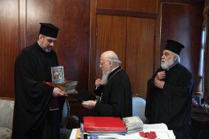 Απότμημα του Ιερού Λειψάνου της Αγίας Αναστασίας της Φαρμακολυτρίας παραδόθηκε στον Οικουμενικό Πατριάρχη