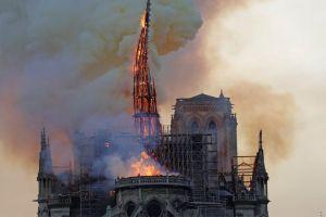 Παναγία των Παρισίων: 850 χρόνια ιστορίας έγιναν στάχτη σε 8,5 ώρες