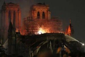 Βατικανό: Σοκ και θλίψη για την Παναγία των Παρισίων