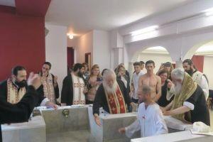 Εννέα νεοφώτιστους βάπτισε ο Φθιώτιδος Νικόλαος