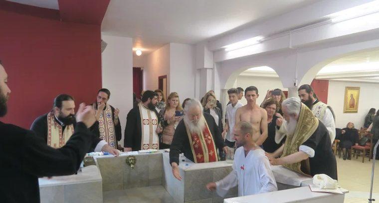 You are currently viewing Εννέα νεοφώτιστους βάπτισε ο Φθιώτιδος Νικόλαος