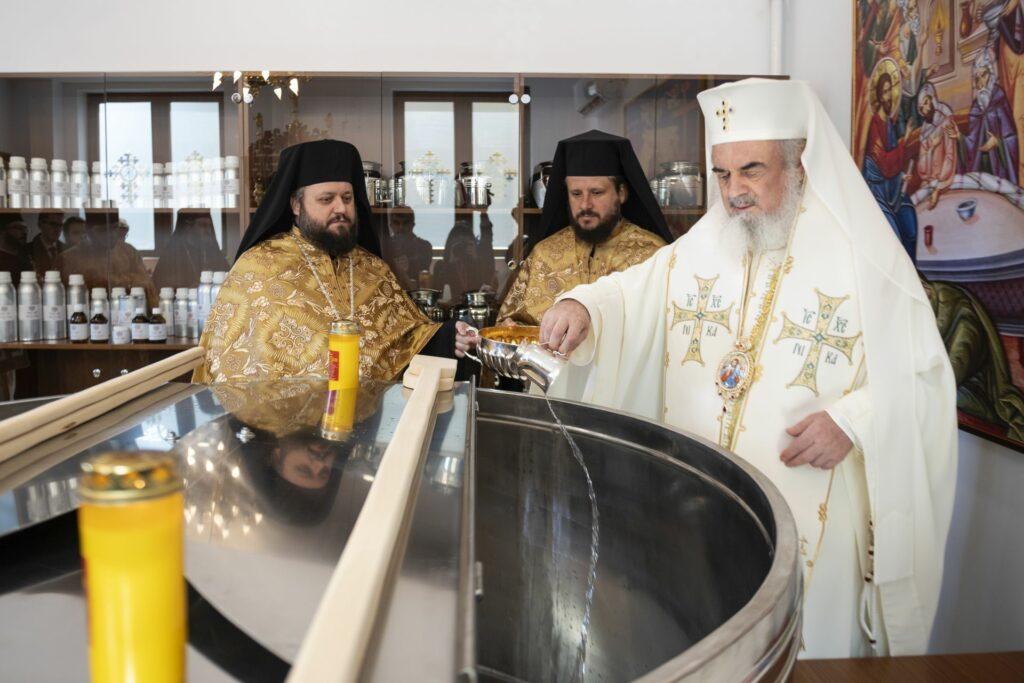 Ξεκίνησε η προετοιμασία του Αγίου Μύρου στο Πατριαρχείο Ρουμανίας