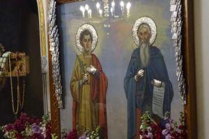 Προσκύνημα πανελληνίου εμβελείας έχουν μετατραπεί οι Άγιοι Ισίδωροι Λυκαβηττού – Ο εορτασμός της Σταυροπροσκυνήσεως συνάθροισε χιλιάδες λαού.