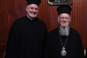 Ο Πατριάρχης Βαρθολομαίος προσφωνώντας τον νέο Αρχιεπίσκοπο Αμερικής, διέγραψε με μία φράση δυο Αρχιεπισκόπους και πήγε στον Ιάκωβο