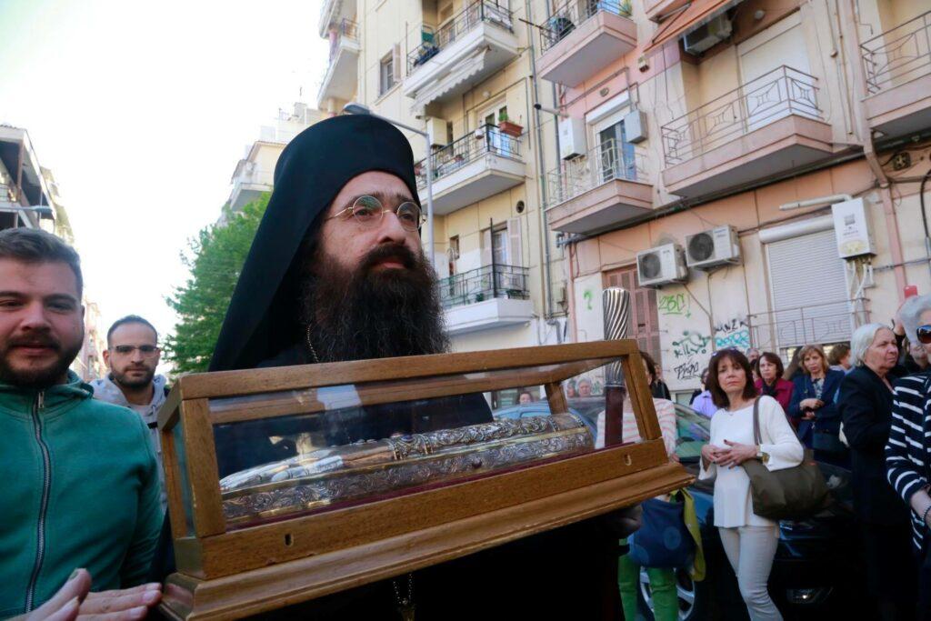 Υποδοχή τιμίου Λειψάνου του Αγίου Νεκταρίου από τον Αρχιμ. Βαρνάβα Γιάγκου, στον Ι. Ναό Παναγίας Λαοδηγήτριας στη Θεσσαλονίκη