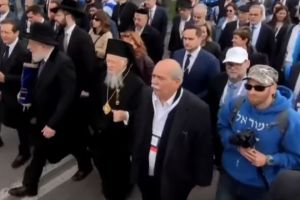 Ο Πατριάρχης Βαρθολομαίος ηγείται της «Πορείας των Ζώντων» στην Κρακοβία.