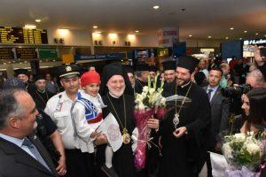 Η Ομογένεια υποδέχθηκε με εγκαρδιότητα, χαμόγελα και ιαχές ΑΞΙΟΣ, τον Αρχιεπίσκοπο Ελπιδοφόρο