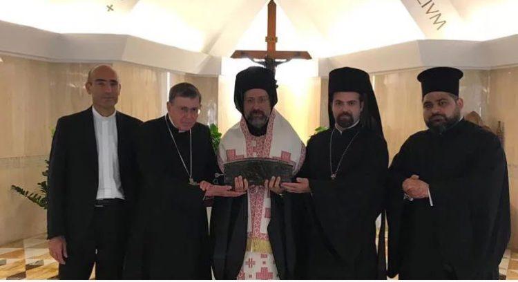 Η Εκκλησία της Κωνσταντινουπόλεως, που ίδρυσε ο Απ. Ανδρέας, υποδέχεται απότμημα του Ιερού λειψάνου του κατά σάρκα αδελφού του, Απ. Πέτρου
