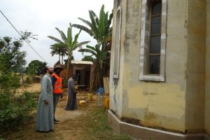 Επιθεώρηση εργασιών σε ναό από τον Μητροπολίτη Μπραζαβίλ Παντελεήμονα