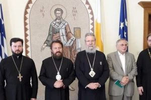 Ο Κύπρου Χρυσόστομος δέχθηκε τον Βολοκολάμσκ Ιλαρίωνα και συζήτησαν για το ουκρανικό