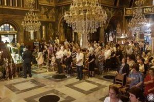 Πλήθη πιστών συρρέουν στην Κόρινθο από όλη την Πελοπόννησο, για να προσκυνήσουν την Αγία Ζώνη της Παναγίας μας