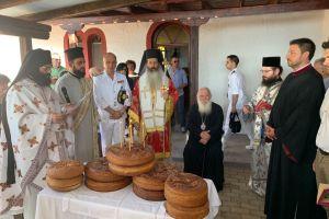 Το προσκύνημα του Αρχιεπισκόπου Αθηνών,στην νήσο Άμπελο στον Κορινθιακό