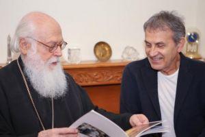 Στον Αρχιεπίσκοπο Αλβανίας Αναστάσιο ο Γιώργος Νταλάρας