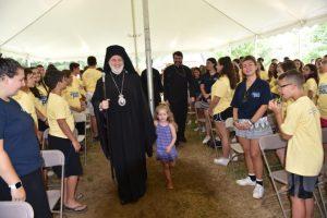 Ο Αρχιεπίσκοπος Ελπιδοφόρος στην κατασκήνωση του Αγίου Παύλου