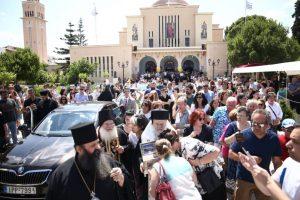 Αναχώρησε εν μέσω πλήθους η Αγία Ζώνη από την Κόρινθο – Συγκινητικές στιγμές εκτυλίχθηκαν στον Καθεδρικό Ναό του Αποστόλου Παύλου