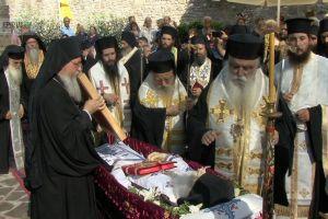 Το «Ύστατο Χαίρε» στον Καθηγούμενο της Ι. Μονής Μολυβδοσκεπάστου Γέροντα Θεόδωρο