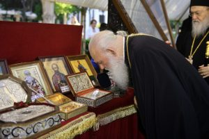 Η θερμή υποδοχή στον Αρχιεπίσκοπο Ιερώνυμο από τον Μητροπολίτη Ύδρας Εφραίμ, θετικό πρόσημο για  εκλογή βοηθού Επισκόπου για την Μητρόπολη;