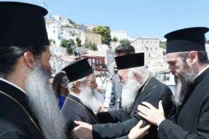 Ο Αρχιεπίσκοπος Αθηνών Ιερώνυμος στην Υδρα για την Παναγία- Θερμή υποδοχή
