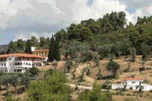Με τη βοήθεια της Παναγίας σώθηκε από τη φωτιά η Μονή Μακρυμάλλης στην Εύβοια