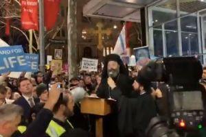 O Αρχιεπίσκοπος Αυστραλίας Μακάριος διαδηλώνει κατά των αμβλώσεων