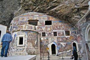 Απίστευτη πρόκληση: Οι Τούρκοι διεκδικούν τις εικόνες και τα κειμήλια της Παναγίας Σουμελάς