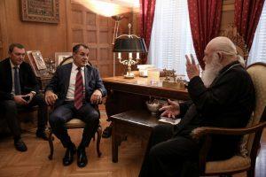 Στον Αρχιεπίσκοπο Αθηνών ο υπουργός Άμυνας