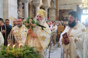 Η Ύψωσις του Τιμίου Σταυρού στην Παναγία Εκατονταπυλιανή από τον Σεβ.Παροναξίας Καλλίνικο