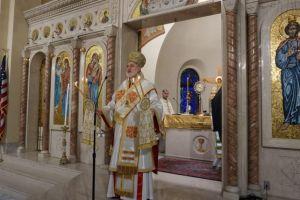 Ο ΑρχιεπίσκοποςΑμερικής  Ελπιδοφόρος στον Καθεδρικό Ναό Βοστώνης