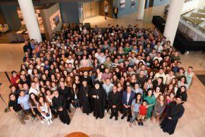 Οι νέοι της Καλιφόρνιας υποδέχθηκαν με ενθουσιασμό τον Ελπιδοφόρο στο συνέδριό τους