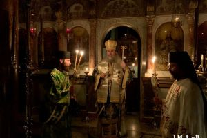 Με κατάνυξη η εορτή της Υψώσεως με το παλαιό στην ιστορική Ι. Μ. Αγίων Πατέρων της Χίου