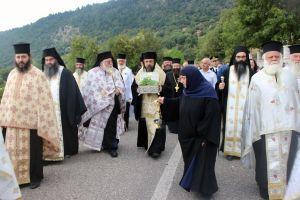 Υποδοχή λειψάνων των Αγ. Ραφαήλ, Νικολάου και Ειρήνης από τον Μητροπολίτη Καρπενησίου