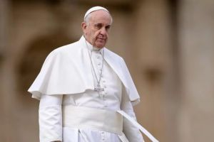 """Πάπας Φραγκίσκος: """"Κράτη που εξάγουν όπλα, αρνούνται να υποδεχθούν πρόσφυγες"""""""