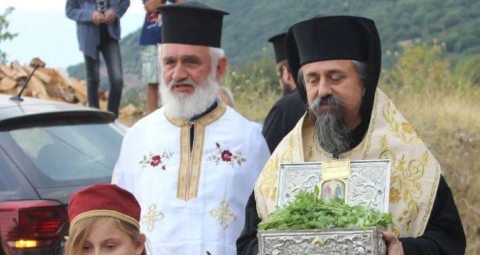 You are currently viewing Τα Τίμια λείψανα των Αγίων Ραφαήλ, Νικολάου και Ειρήνης στην Ι.Μ.Καρπενησίου