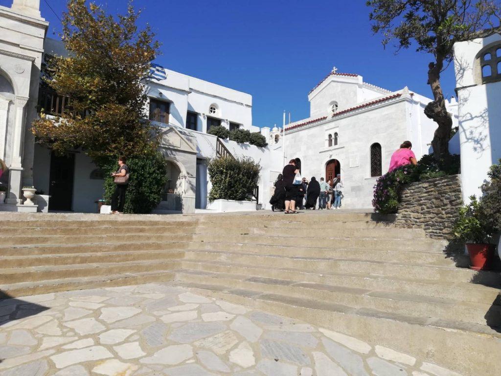 Ο Σεβ. Πατρών  Χρυσόστομος επικεφαλής προσκυνητών στην Ιερά νήσο Τήνο
