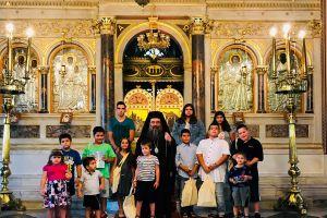 Ο Χίου Μάρκος με τα παιδιά των Ιερέων της Χίου