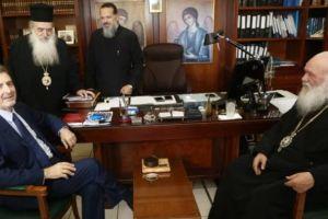 Χρυσοχοΐδης -Κουμουτσάκος και Αρχιεπίσκοπος- Ιεράρχες, «συσκέφθηκαν» για το προσφυγικό- μεταναστευτικό