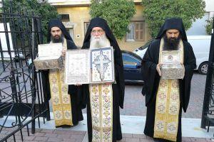 Ο Βύρωνας υποδέχθηκε το Τίμιο Ξύλο και Ιερά Λείψανα Αγίων