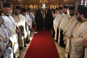 Κλήρος και λαός στο Περιστέρι αποχαιρέττησαν τον Ποιμενάρχη τους
