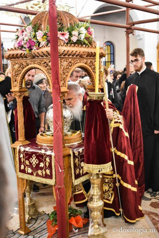 Ο Σεβ. Φθιώτιδος  και πολλοί πιστοί από την επαρχία του  στην Αίγινα για την Εορτή του Αγίου Νεκταρίου