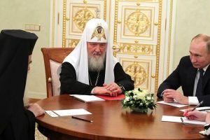 Ο Πατριάρχης Ιεροσολύμων Θεόφιλος στη Μόσχα συναντήθηκε με τον Β. Πούτιν παρουσία του Πατριάρχη Μόσχας