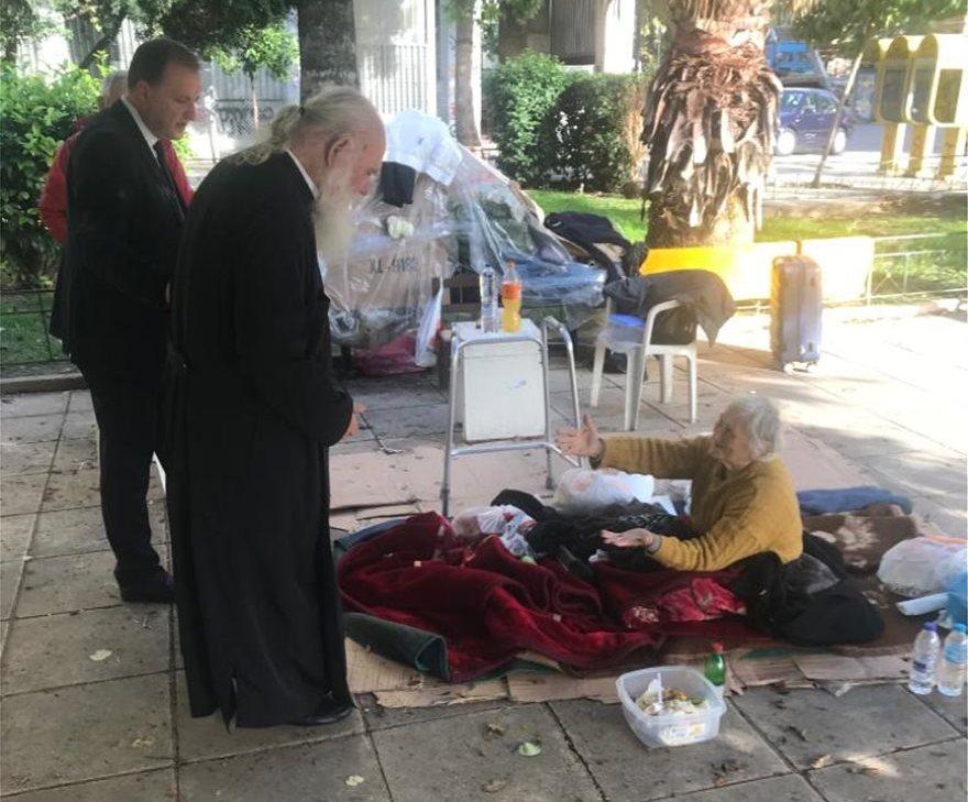 Ο Αρχιεπίσκοπος Ιερώνυμος στους άστεγους ηλικιωμένους: «Βρείτε διαμέρισμα και αναλαμβάνω τα έξοδα»